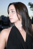 Brunette en la oscuridad en el balcón 3 Foto de archivo libre de regalías