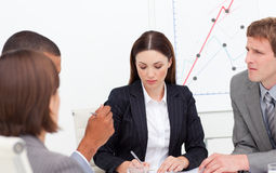 Brunette female executive presenting statistics Royalty Free Stock Photography