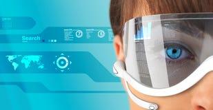 μελλοντικά γυαλιά brunette headse πρ&omi Στοκ Εικόνες