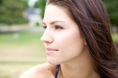 Brunette hermoso con un borde Foto de archivo libre de regalías