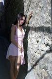 Brunette in het Italiaans stijl met zonnebril Royalty-vrije Stock Foto