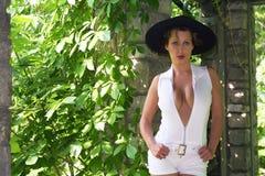 Brunette in Hoed Royalty-vrije Stock Foto