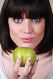 Brunette holding green apple Royalty Free Stock Photos
