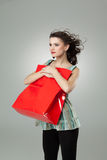 Brunette holding shopping bag Royalty Free Stock Photos