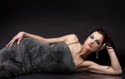 Brunette im langen Kleid Stockbilder