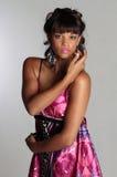 Brunette im purpurroten Kleid Stockbilder