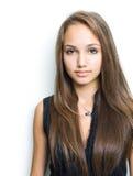 Brunette joven confidente magnífico. Fotografía de archivo libre de regalías
