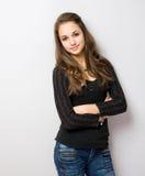 Brunette joven de mirada muy confidente. Imágenes de archivo libres de regalías