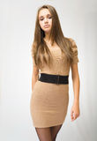 Brunette joven de moda magnífico. Foto de archivo