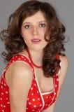 Brunette joven hermoso con los corchetes Imagen de archivo libre de regalías