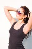 Brunette joven magnífico en sol caliente del verano. Fotografía de archivo libre de regalías