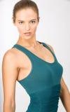 Brunette-junge Frau mit Hazel Eyes im blauen Hemd Stockfotografie