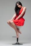 Brunette magnífico en silla Imagen de archivo