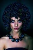 Brunette met druiven Royalty-vrije Stock Afbeelding