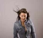 Brunette met het Blazen van het Haar Stock Foto