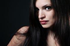 Brunette met lang haar. Stock Afbeelding