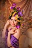 Brunette met mooie creatieve samenstelling Stock Foto