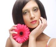 Brunette met roze gerber Stock Foto's