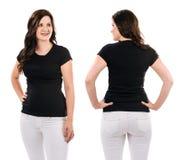 Brunette mit leerem schwarzem Hemd und weißen Hosen Stockbild
