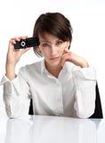 Brunette novo com telemóvel Foto de Stock Royalty Free