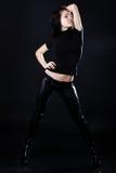 Brunette novo quente em calças de couro pretas Fotografia de Stock