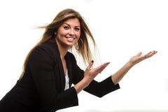 Brunette que vende su producto imagen de archivo libre de regalías