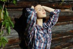 brunette in rustieke stijl Royalty-vrije Stock Fotografie