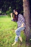 brunette in rustieke stijl Stock Fotografie
