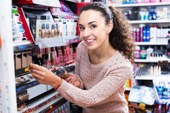 Brunette shopping in beauty store Stock Photography