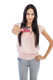Brunette showing her credit card to camera Royalty Free Stock Photography