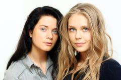 Brunette versus blonde Royalty-vrije Stock Afbeeldingen