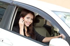 Brunette woman in car calling Royalty Free Stock Photos