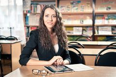 Brunette woman at library Royalty Free Stock Photos