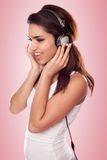 Brunette woman listening tbrunette woman listening to the music wearing headphones Royalty Free Stock Images