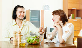 Brunette  woman with man eating  vegetables salad Royalty Free Stock Images