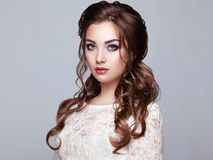 Free Brunette Woman With Long And Shiny Curly Hair Stock Photo - 110002140