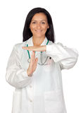 Brunettedoktor, der Signal von der Ausfallzeit bildet Lizenzfreies Stockfoto