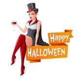 Brunettefrau, die mit Glas Wein in Dracula-Vampir Halloween-Kostüm und -reißzähnen sitzt Karikaturartvektor Lizenzfreie Stockbilder