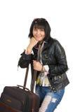 Brunettefrau mit einem Koffer stockbild
