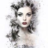 Brunettefrau mit gelockter Frisur Stockfoto