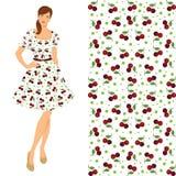 Brunettemädchen im eleganten Kleid mit Kirschmuster Stockfoto