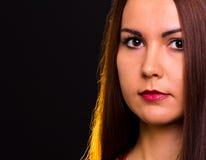 Brunettemädchenporträt Stockfoto