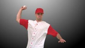 Brunettemann, der einen Baseball wirft stock video footage