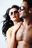 Brunettkvinna och topless man royaltyfri bild
