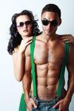 Brunettkvinna och topless man arkivbild