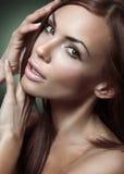brunettkvinnabarn Royaltyfri Bild