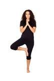 Brunettkvinnan som gör Yoga, övar arkivfoto