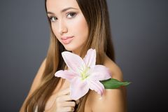 Brunettskönhetsmedelskönhet royaltyfria foton