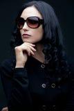 brunettsolglasögonslitage Fotografering för Bildbyråer
