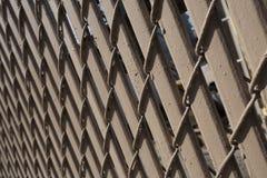 brunisca la rete fissa di legno immagini stock